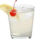 John Collins - 4,0 cl gin, 2,5cl succo di limone, 1,5cl sciroppo di zucchero, 5,0cl soda water, gg angostura